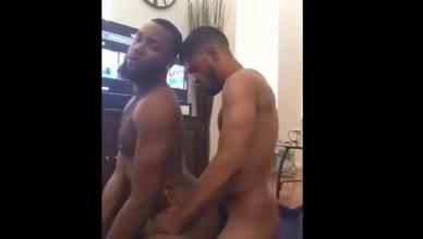 Dois negão putos fazendo um porno gay espetacular