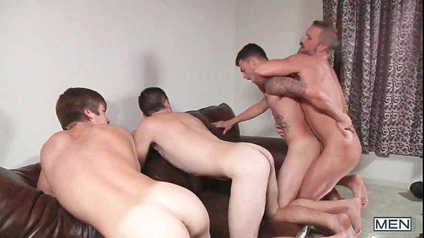 urso peludo fazendo os putinhos gay pedir arrego ao tomar no cu